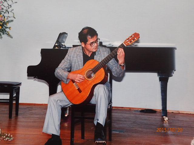 ギター演奏会で(2005)